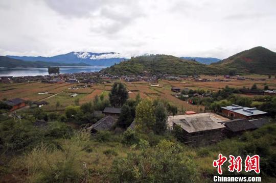 四川凉山泸沽湖畔达祖小学:复建15年因爱蜕变